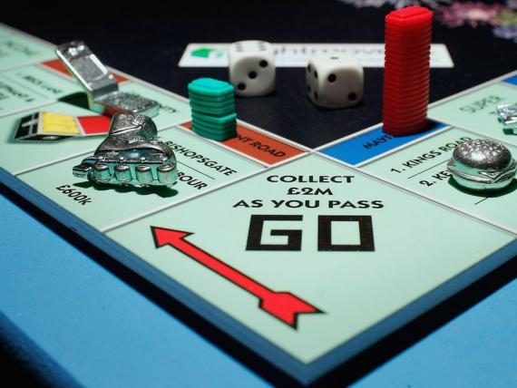 Un tablero de Monopoly.