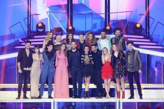 Los concursantes de OT2017 con Roberto Leal en la Gala de Navidad.