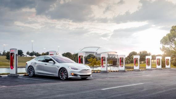Tesla ha aumentado el número de puntos de recarga para vehículos.