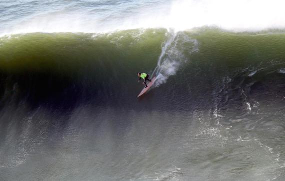 El surfista californiano Nick Lamb durante la final del XII edición del Punta Galea Challenge