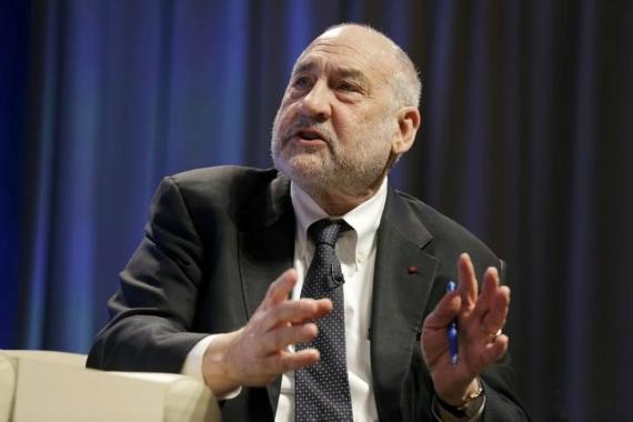 El economista Joseph Stiglitz interviene sobre la importancia de reforzar la política fiscal durante en encuentro del Banco Mundial en Washington (EE. UU.) durante la primavera de 2016.