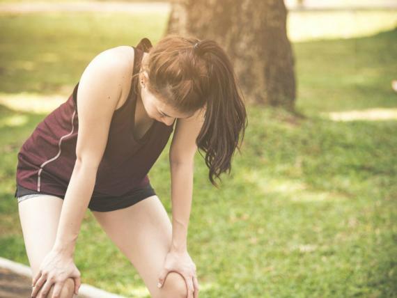"""Para valorar los pros y contras de seguir haciendo ejercicio cuando no te encuentras bien, debes seguir la """"regla del cuello""""."""