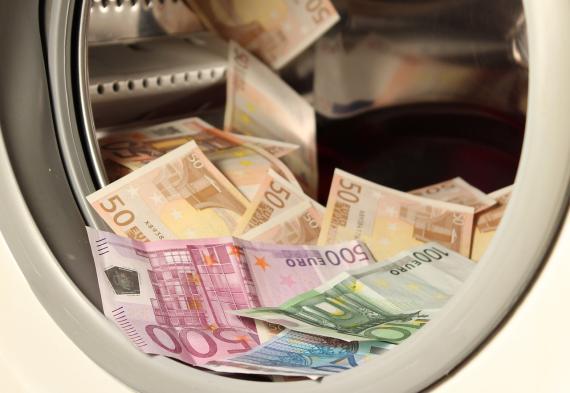 Dinero en la lavadora