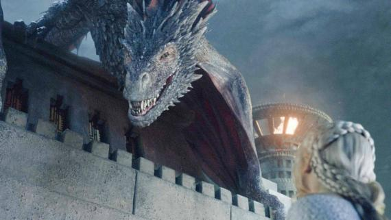 Drogon y Daenerys Targaryen en la serie de HBO 'Juego de Tronos'.
