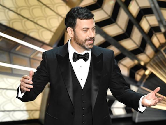 Jimmy Kimmel volverá a ser el presentador de los Oscar en la ceremonia del próximo 4 de marzo de 2018.