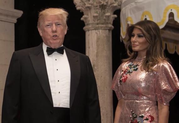 Melania Trump en Nochevieja, con un vestido rosa de lentejuelas de Erdem.
