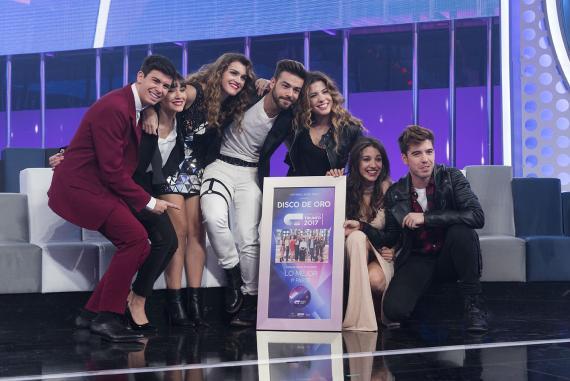 Los concursantes de OT 2017 reciben un Disco de Oro en la Gala 11 del concurso.