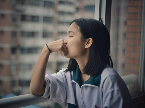 Chica pensativa