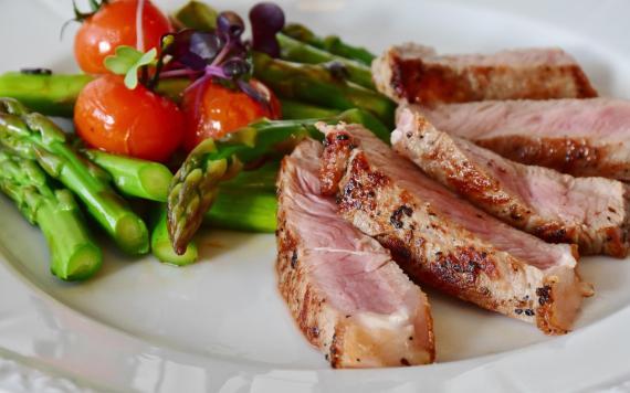 Lo que comen los deportistas de élite no debe diferir en exceso de una dieta sana y equilibrada normal.