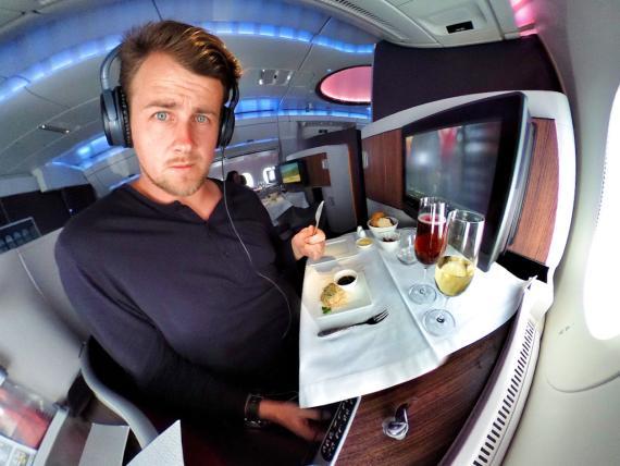 Gilbert Ott, creador del blog de viajes God save the Points, tras conseguir un viaje gratis en un jet privado.