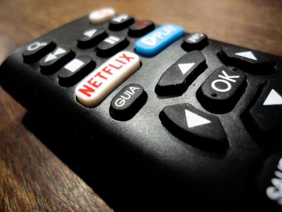 Mando de televisión con botón de Netflix