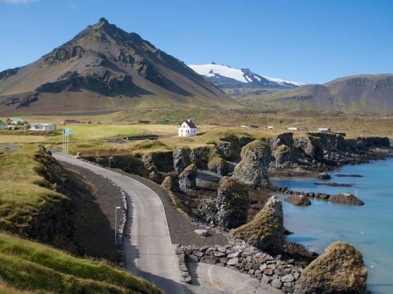 Pintoresco paisaje de Irlanda, uno de los países más seguros del mundo.