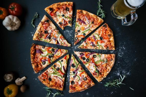 ¿Alguien quiere un trozo de pizza?