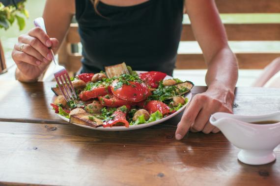 Plato de comida sana.
