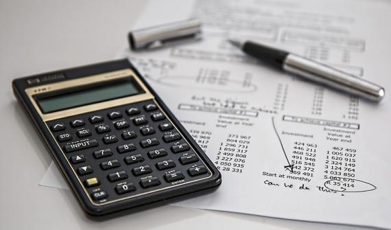 Cálculos de dinero con calculadora