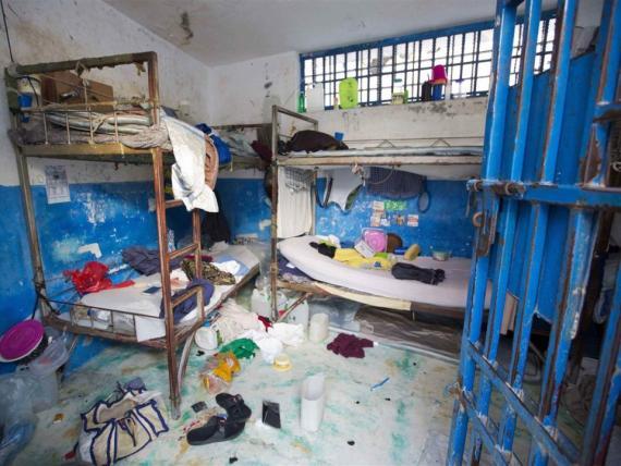 Una celda en una prisión de Arcahaie (Haití) muestra como viven sus prisioneros