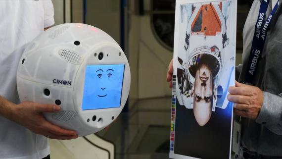 CIMON - de Crew Interactive Mobile Companion - está programado para interactuar con astronautas en la Estación Espacial Internacional.