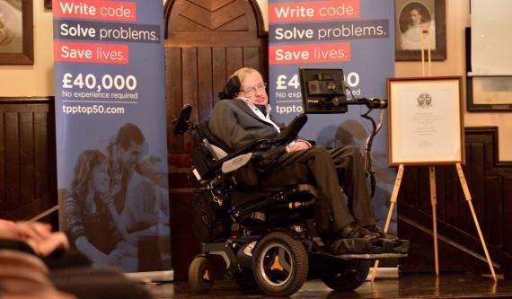Stephen Hawking en un evento en Cambridge en noviembre de 2017