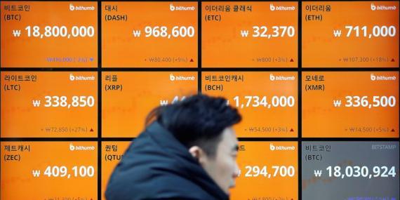 Un tablón con los tipos de cambio en Seúl