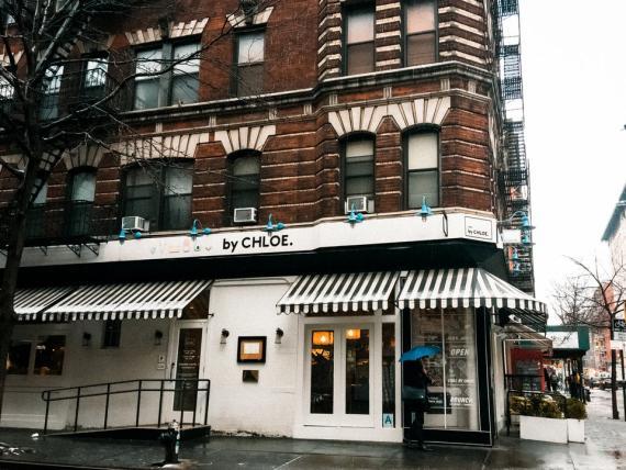 By Chloe es una cadena estadounidense de comida rápida vegana con un enfoque ecológico.