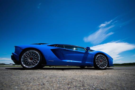 A los criptomillonarios les encantan los Lamborghinis.