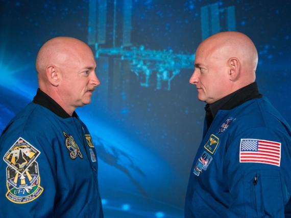 El astronauta Scott Kelly (derecha) y el ex astronauta Mark Kelly (izquierda) son dos hermanos idénticos que han ayudado a la NASA a explorar lo que la vida en el espacio hace sobre el cuerpo humano.