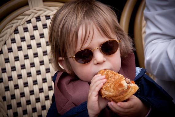 Comer hamburguesa