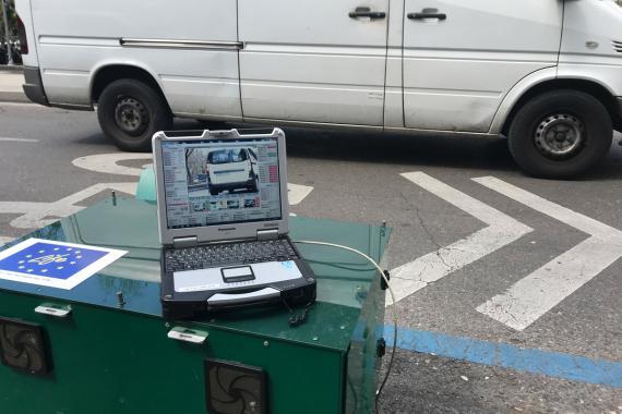 Este dispositivo puede detectar la contaminación de 1.000 vehículos/hora.