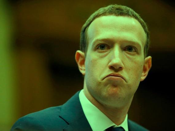 El CEO de Facebook, Mark Zuckerberg, durante el interrogatorio en el Congreso estadounidense.