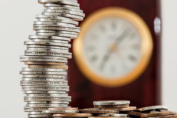 monedas apiladas, deuda