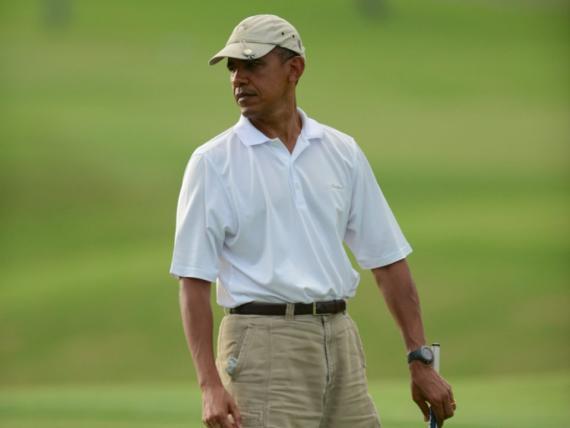 Los pantalones cortos están bien para el campo de golf. No para ir a trabajar.