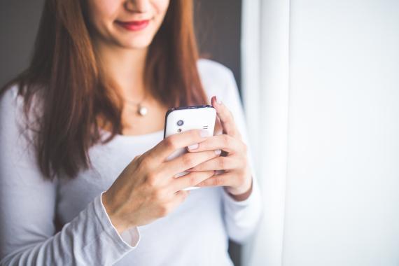 Smartphone en la mano