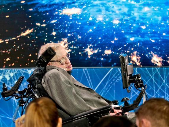 Stephen Hawking anuncia un proyecto de exploración espacial en 2016.