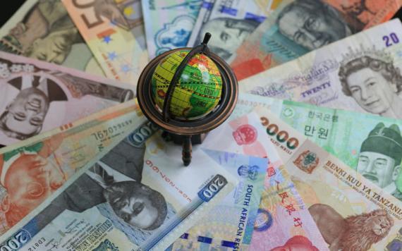 Dinero alrededor del mundo