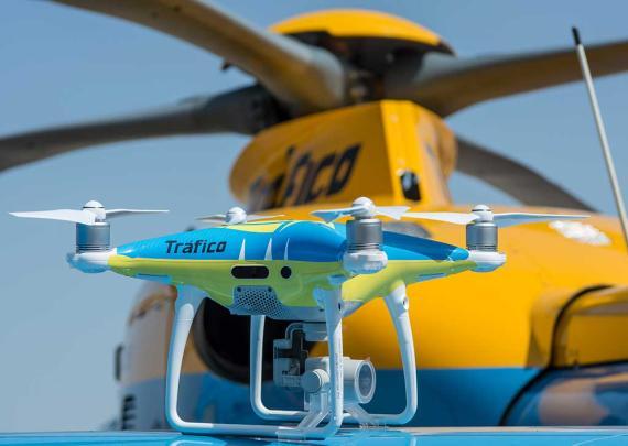 Drones como el de la foto volarán sobre las carreteras españolas este verano Drones como el de la foto volarán sobre las carreteras españolas este verano