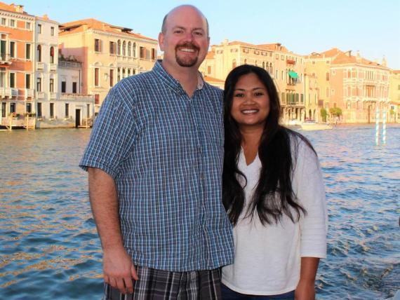 Justin McCurry, junto a su mujer