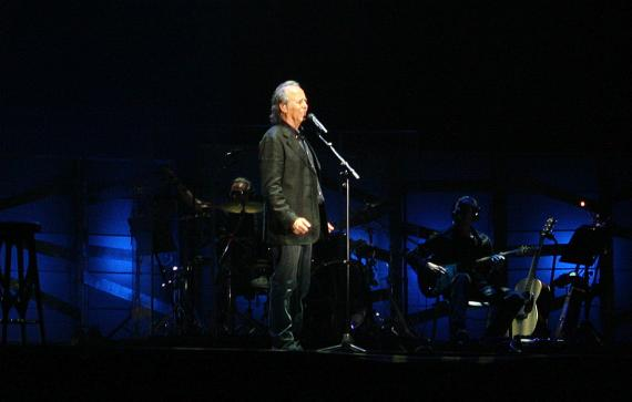 Joan Manuel Serrat, durante un concierto