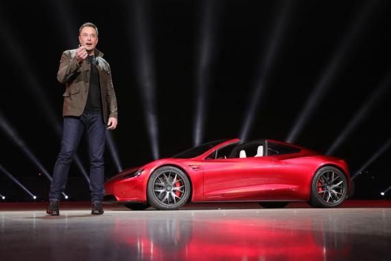 Elon Musk presenta la segunda generación del Tesla Roadster, el 16 de noviembre de 2017.