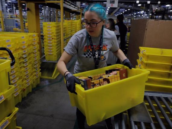 Trabajadora de almacén de Amazon