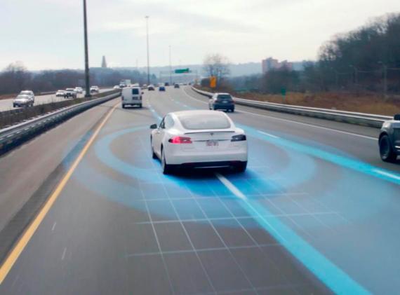Tesla actualizará el Autopilot y ofrecerá pruebas gratuitas a los propietarios de sus coches.