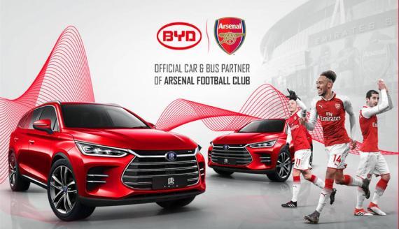 Cartel del anuncio del falso acuerdo entre Byd Auto y el Arsenal F.C.