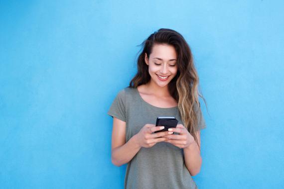 Chica con el smartphone