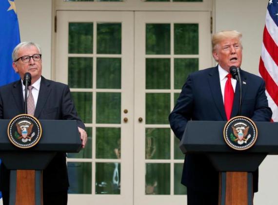 El presidente Donald Trump y el presidente de la Comisión Europea Jean-Claude Juncker hablan en el Rose Garden de la Casa Blanca, el miércoles 25 de julio de 2018 en Washington.