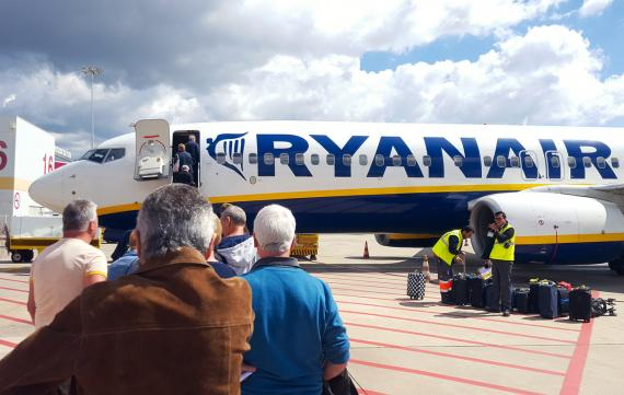 Pasajeros embarcando en un vuelo de Ryanair