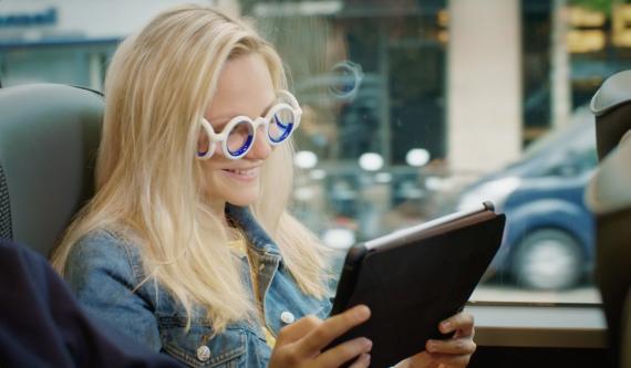 Con estas gafas la vista vuelve a calibrarse en 10 minutos y se evita el mareo.