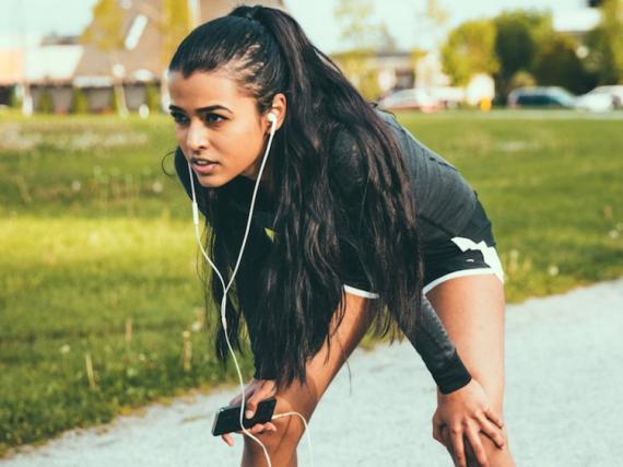 [re]Mujer haciendo deporte
