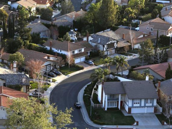 En 15 ciudades de California, al menos el 13% de los propietarios de viviendas gastan más de la mitad de sus ingresos en pagar su casa.