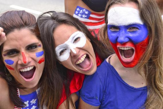 Mujeres con la cara pintada.