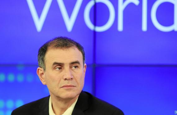 El economista, Nouriel Roubini, en una mesa redonda en el Foro Económico de Davos en 2012.