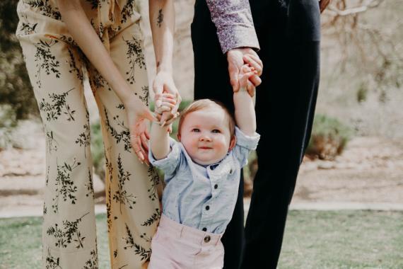 familia con bebé